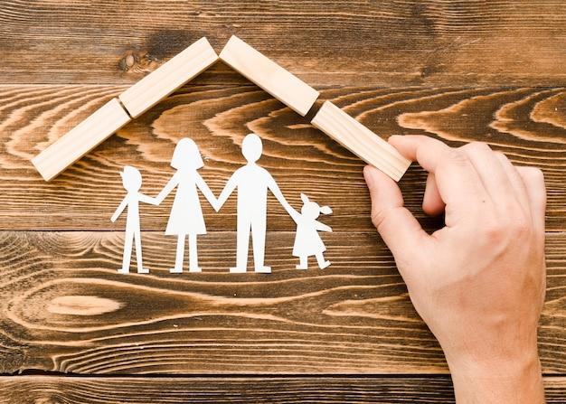 Disposizione creativa per il concetto di famiglia