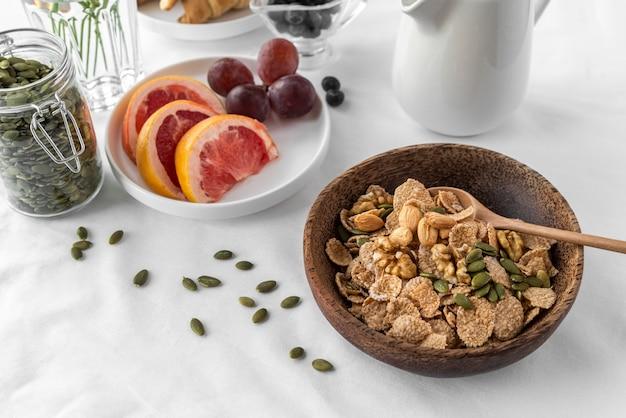 맛있는 아침 식사의 창의적인 배열