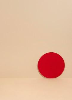 Креативное оформление минималистского подиума