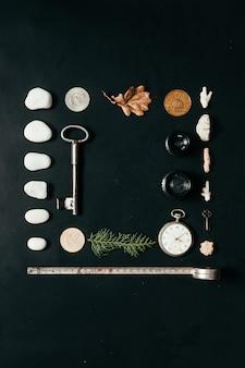 机の上の物の創造的な配置