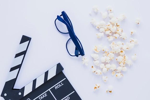 Arrangiamento creativo di popcorn e batacchio