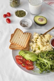 Assortimento creativo di deliziosi pasti per la colazione