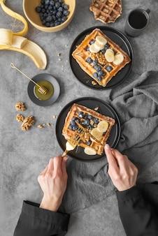 朝食の食事の創造的な品揃え