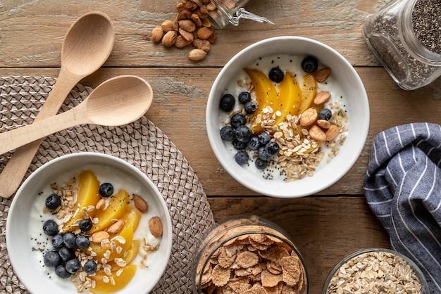 맛있는 아침 식사의 창의적인 구색