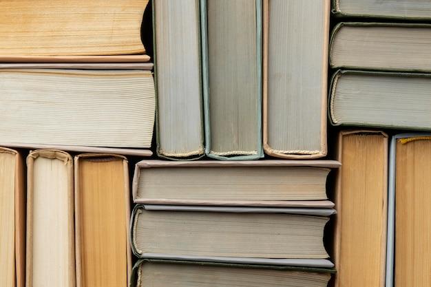 Assortimento creativo con libri diversi