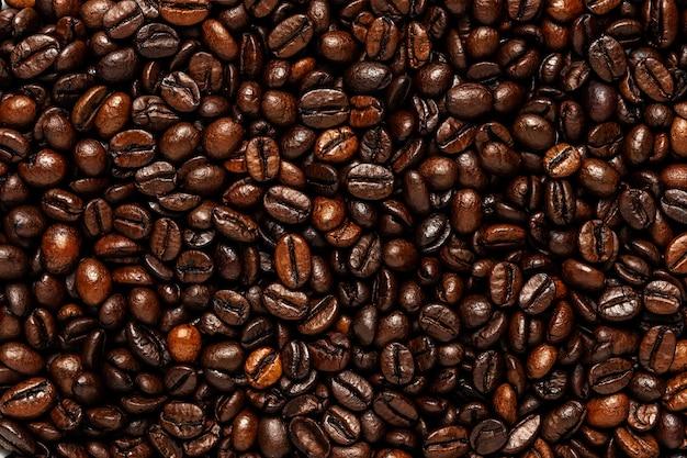 コーヒー豆で作られた創造的な背景。