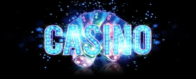 Творческий фон надписи казино, игральные карты и игральные кости неоновые буквы на темном фоне. концепция азартных игр, буклет, флаер, заголовок для сайта. 3d иллюстрации, 3d-рендеринг.