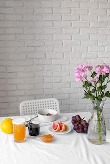 Composizione creativa del pasto della colazione