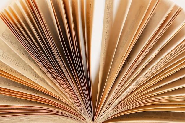 世界図書の日の創造的な構成