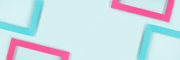 鮮やかな色のフレームで作られたクリエイティブな構成。フラットレイ上面図。バナー