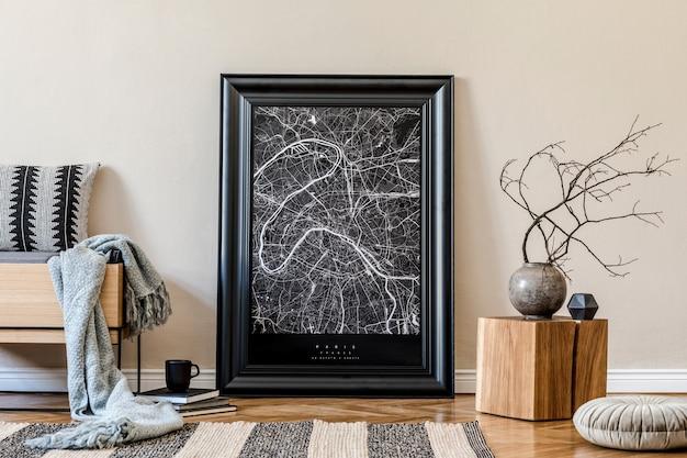 Креативная композиция уютного и креативного дизайна интерьера холла с черным макетом в рамке для плаката, деревянным комодом и аксессуарами. шаблон.