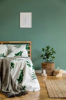 Креативная композиция уютной спальни с макетом постера, кроватью и аксессуарами в стиле бохо.