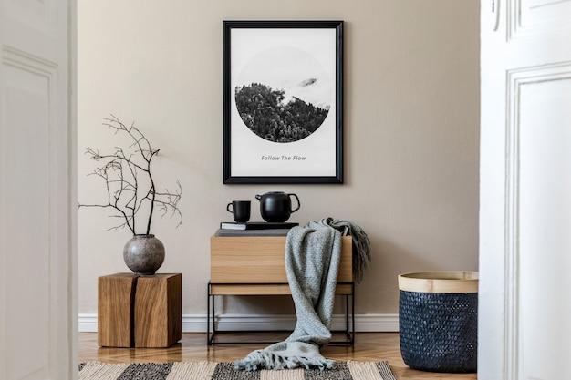 黒のモックアップポスターフレーム、木製の便器、黒の食器やアクセサリーを備えたホールのインテリアデザインの創造的な構成。テンプレート。