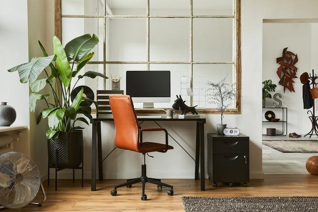 검은색 산업용 책상, 갈색 가죽 안락의자, pc, 세련된 개인 액세서리를 갖춘 현대적인 남성적인 홈 오피스 작업 공간의 창의적인 구성. 주형.