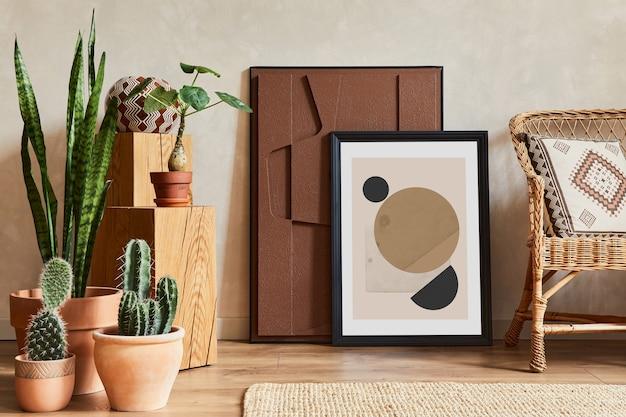 モックアップポスターフレーム、構造画、籐のアームチェア、サボテン、パーソナルアクセサリーを備えたスタイリッシュなリビングルームのインテリアのクリエイティブな構成。植物の愛と自然の概念。レンプレート。