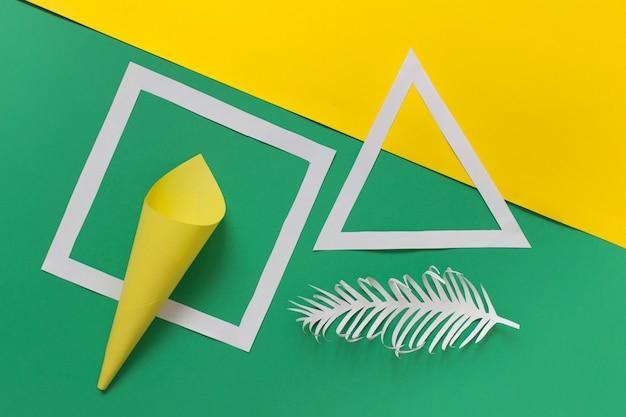 Креативная композиция с бумажными формами оригами