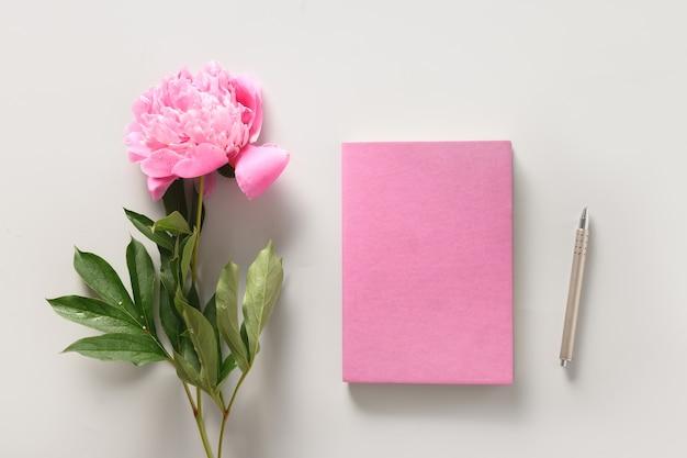 Креативный женский макет с кофейной чашкой, альбом для рисования цветов пиона для планирования