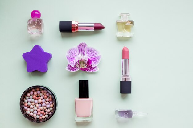 Creative flat lay.fashion яркие лаки для ногтей и декоративная косметика