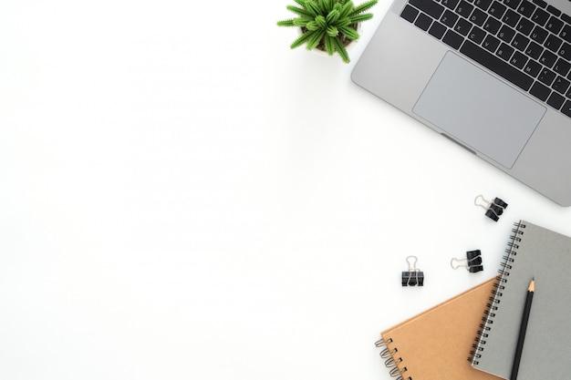 작업 공간 책상의 창조적 인 평평한 평신도 사진