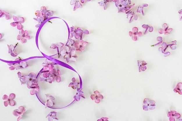 흰색 바탕에 라일락 꽃과 리본이 있는 3월 8일의 창의적인 인사말 카드 배경 배너, 국제 여성의 날