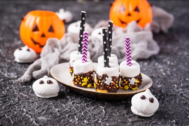 Креативное угощение на хэллоуин маршмеллоу в шоколаде