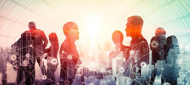 Творческий образ встречи многих деловых людей