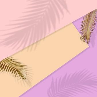 Креативный макет из разноцветных тропических листьев на золотом фоне минимальная летняя экзотическая концепция