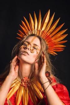 クリエイティブメイク。金髪の女性。メイクとライフスタイルのコンセプト。