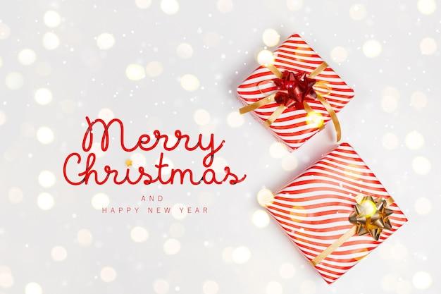 プレゼント付きクリエイティブメリークリスマスと新年のグリーティングカード
