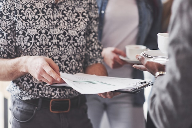 Творческие профессионалы собрались для обсуждения важных вопросов нового успешного стартап-проекта