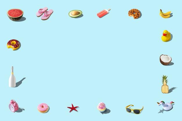 Креативный летний узор из различных летних блюд и летних аксессуаров синего цвета