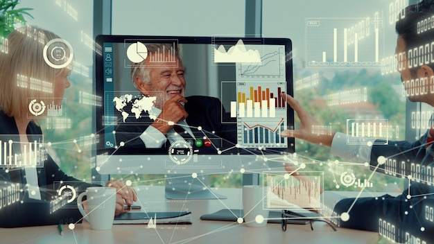 Креативный визуальный образ деловых людей на корпоративном собрании персонала по видеозвонку