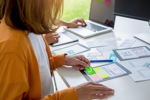 Creative web designerによるアプリケーションの計画とテンプレートレイアウトの開発。