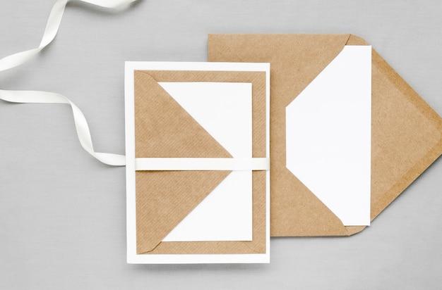 創造的な結婚式の招待状の封筒