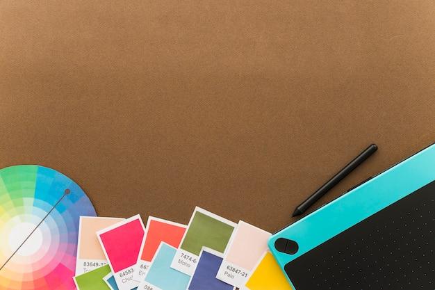 그래픽 태블릿 및 공간 창의성 개념 무료 사진