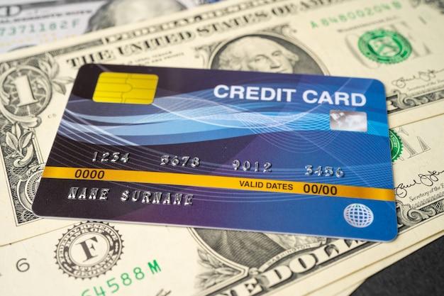 Модель кредитной карты на банкнотах доллара сша