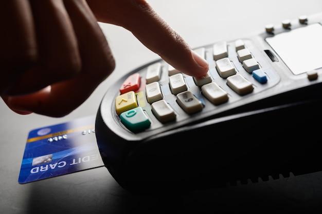신용 카드 결제, 제품 및 서비스 구매 및 판매