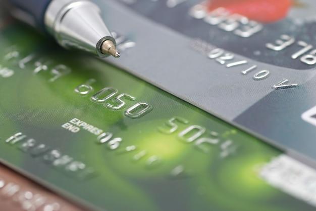 ペンコンセプトの金融の背景を持つクレジットカード