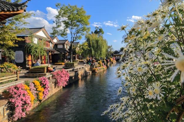 Ручей в старом городе лицзян, объект всемирного наследия, юньнань, китай, азия