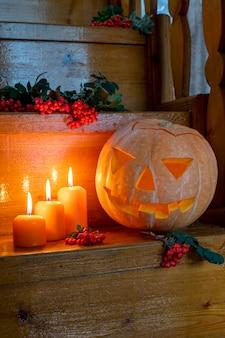 Жуткая открытка на хэллоуин тыква джек фонарь на деревянной лестнице