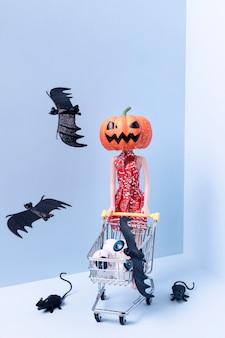 不気味なハロウィーンのおもちゃとコウモリ
