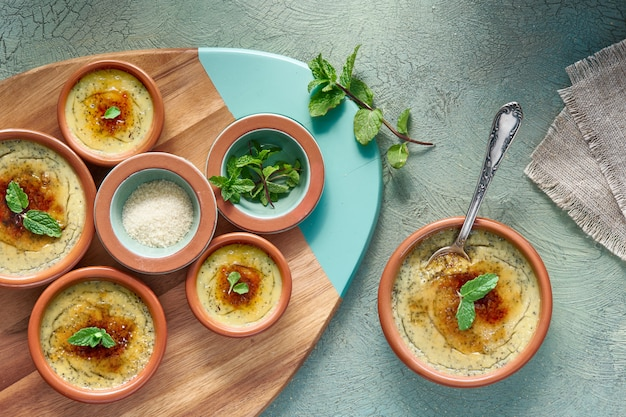 Creme brulee или crema catalana, испанский вариант этого традиционного десертного заварного крема