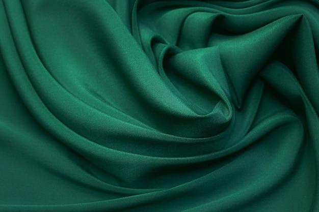 Ткань crepe de silk зеленого цвета в художественной раскладке
