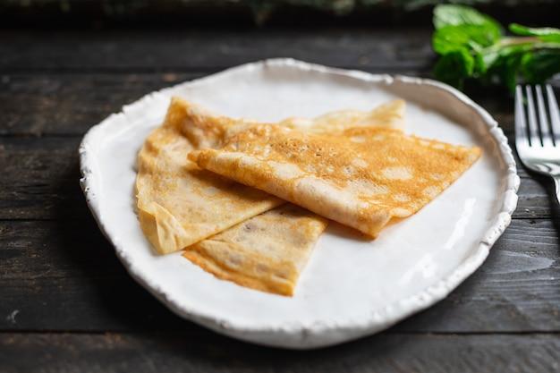 クレープ甘い薄いパンケーキデザートフラットケーキスナック健康的な朝食