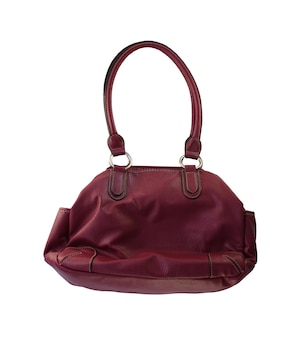 クリムゾンファッションハンドバッグは白い背景で隔離され、クリッピングパスがあります。