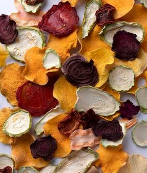 カリカリカリカリの有機野菜チップオーブン焼きカボチャ、ビートルート、スカッシュ、トマト、にんじんチップスナック