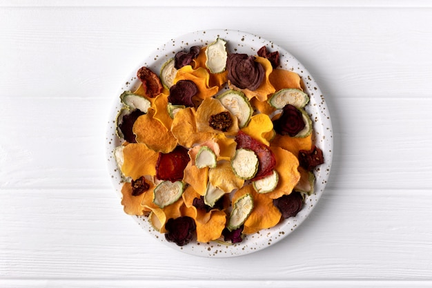 オーブン焼きパンプキン、ビートルート、トマト、にんじんチップスナックのカリカリカリカリ有機野菜チップ