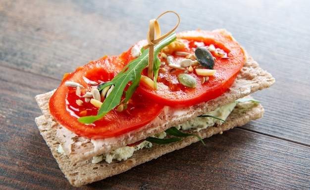 Crispbreads with  tomatoes, salad and cheese