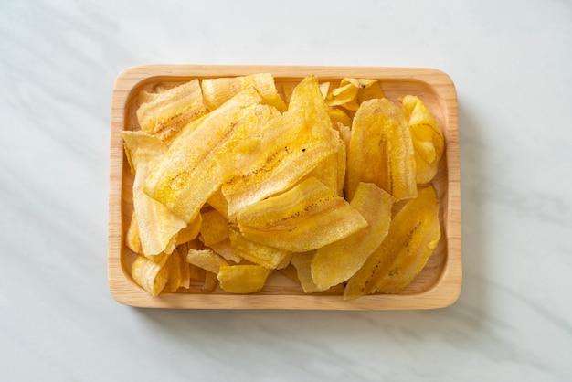 Хрустящие банановые чипсы - жареный или запеченный нарезанный банан