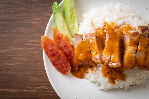 サクサクの豚バラ肉とバーベキューレッドソースご飯
